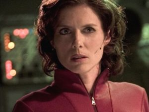 Elizabeth Weir (Torri Higginson)