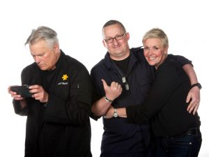 Paul Tarnecki with Richard Dean Anderson and Amanda Tapping (Wales Comic Con, 2019)