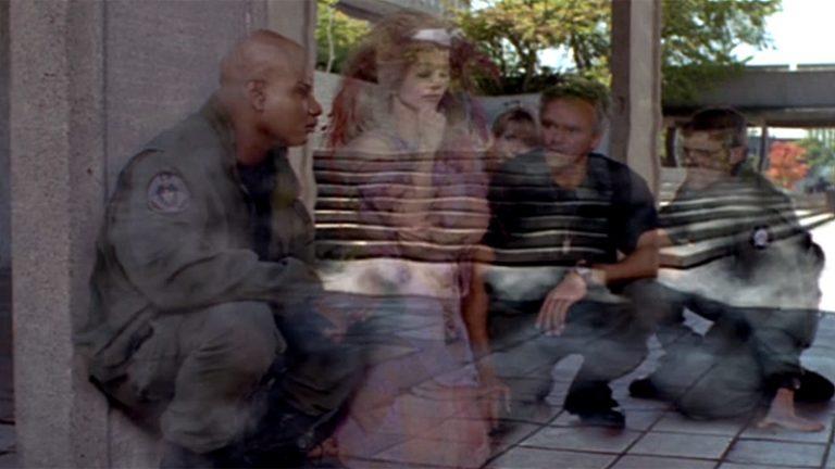 "Lya cloaks SG-1 (""Pretense"")"