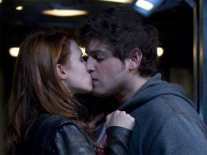 "Eli and Ginn kiss (""Trial and Error"")"
