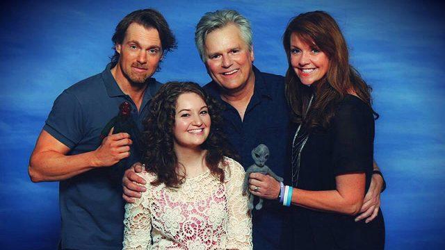 Jacqueline Purse and the SG-1 Cast