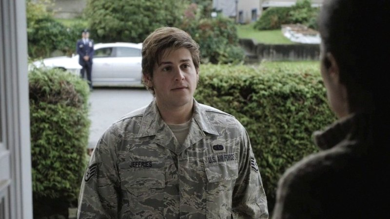 """Eli visits home (""""Gauntlet"""")"""